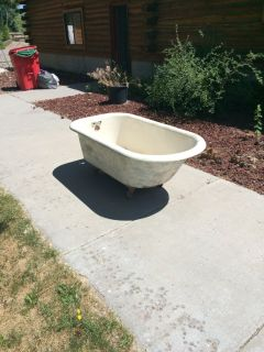 Claw foot bath tub $200