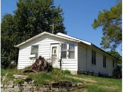2 Bed 1 Bath Foreclosure Property in Des Moines, IA 50315 - Bundy St