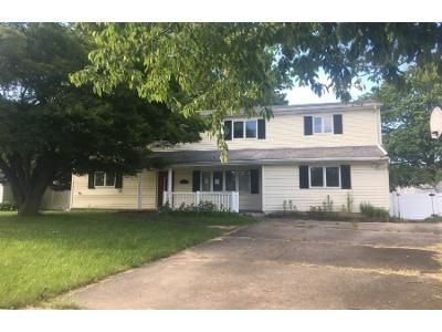 Preforeclosure Property in West Islip, NY 11795 - Spruce Ave