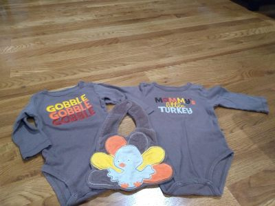 CARTERS 6 MONTHS THANKSGIVING OUTFIT - BIB & 2 LONG SLEEVE ONESIES - EUC