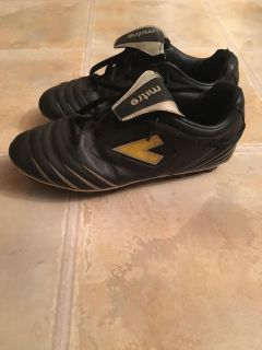 Boys Soccer cleats - size 8 (fit bit smaller than