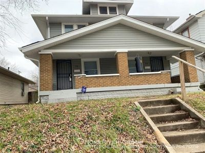 Adorable 3 bed 1.5 bath duplex available in Ewing St!