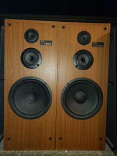 Sony tower speakers. Accepting any offer. 1 sub is damaged