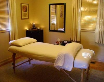 Massage studio for rent in the Heights
