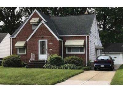 2 Bed 1 Bath Preforeclosure Property in Euclid, OH 44132 - Shoreview Ave