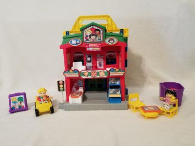 Fisher Price World of Little People Learn About Town