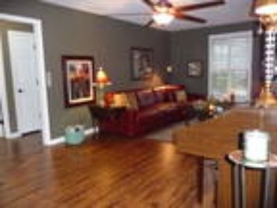 Short-Term Furnished Including Utilities, Brentwood, 10 minutes to downtown ...