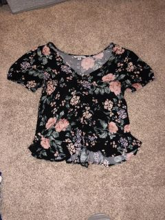 Women s cute top American Eagle size medium great condition