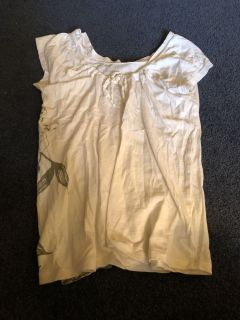 American Eagle Outfitters size M shirt