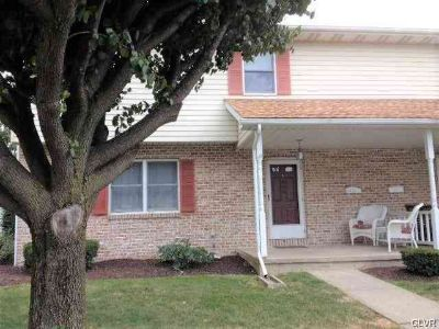 319 Broadway Wind Gap, Large end unit town home with 3