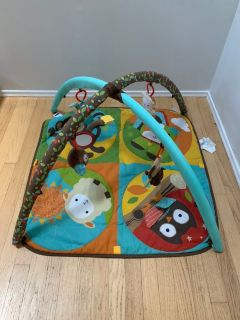 GUC Skip Hop play gym/mat with travel case