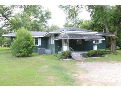 2 Bed 1 Bath Foreclosure Property in Cochran, GA 31014 - Maple St
