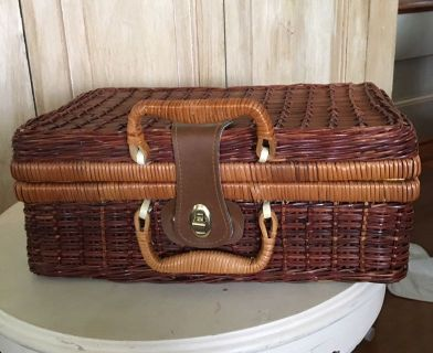Cute wicker basket $5. (Basket 2)