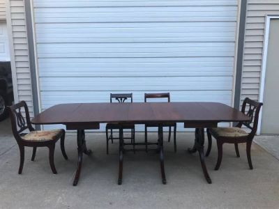 Beautiful Duncan Phyfe dining Table & 8 chairs