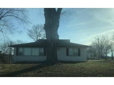 3 Bed 1 Bath Foreclosure Property in Puxico, MO 63960 - County Road 271