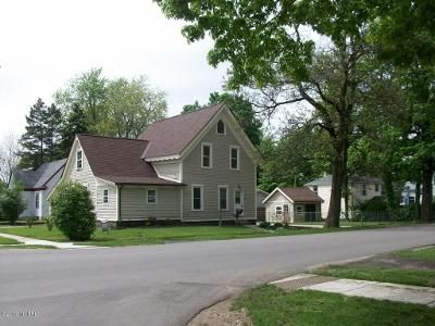 5 Bed 2 Bath Foreclosure Property in Paw Paw, MI 49079 - S Lagrave St