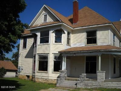 4 Bed 1.5 Bath Foreclosure Property in Baxter Springs, KS 66713 - E 9th St