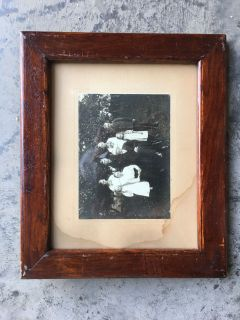 FRAMED VINTAGE PHOTO IN WOOD FRAME