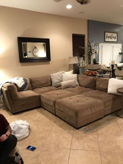 Completely detachable sectional w/2 ottomams