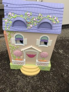 Learning Curve folding doll house. VGC