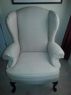Like New! Queen Anne Arm Chair (Cream Colored)