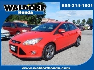 2012 Ford Focus SE (RACE RED)