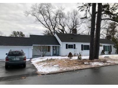 3 Bed 2 Bath Foreclosure Property in Springfield, MA 01118 - Overlook Dr