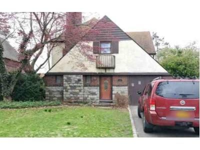 4 Bed 1.5 Bath Foreclosure Property in Hempstead, NY 11550 - Surrey Ln