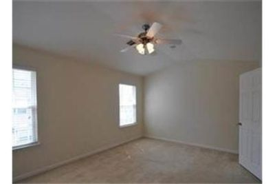 3 bedrooms Townhouse - Beautiful townhome in Hardison Hills close to Jim Warren Park.