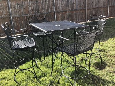 Rod iron table with 4 swivel chairs