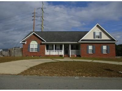 4 Bed 2 Bath Preforeclosure Property in Hope Mills, NC 28348 - High Plains Dr