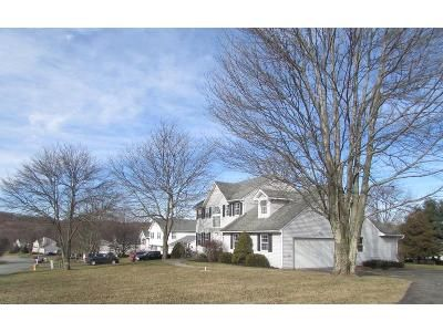 3 Bed 2 Bath Foreclosure Property in Newburgh, NY 12550 - Lexington Dr