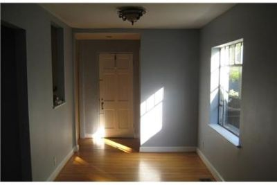 Apartment - 3 bedrooms - come and see this one. Parking Available!