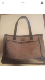Nine West large tote handbag purse. Lots of pockets. Meet or ppu in Gallatin.