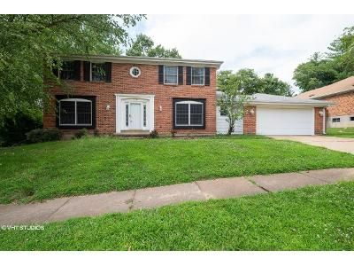 4 Bed 2.5 Bath Foreclosure Property in Chesterfield, MO 63017 - Branchport Dr