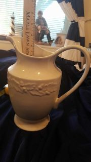 No scratches no chips great condition pitcher