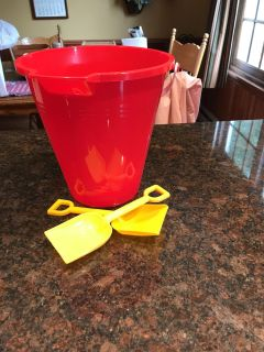 Plastic bucket with handle and two shovels