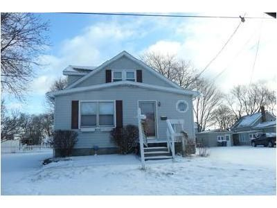 4 Bed 1.5 Bath Foreclosure Property in Erie, PA 16506 - Feasler St