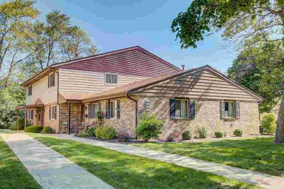 9422 W Maple CT West Allis, Move in ready 2 BR 1.5