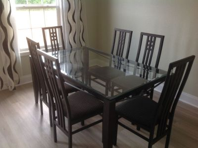 Black itilaian dinning room table withe six chairs like new