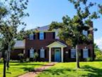 425 Fairway Oaks