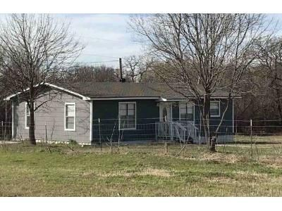 2 Bed 1 Bath Foreclosure Property in Azle, TX 76020 - E Barry St