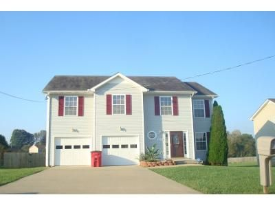 3 Bath Preforeclosure Property in Clarksville, TN 37042 - Archwood Dr