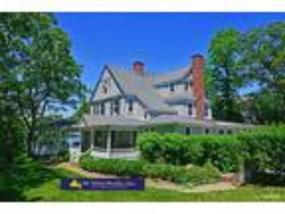 Queen Anne Victorian with Sweeping Water Views & Pool, Upper Shelter Island