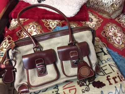 Authentic Dooney and Bourke purse in great condition with clean inside $10, comes with wristlet, leather key chain and pic holder