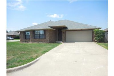 REDUCED Fresh Paint, New Carpet, 3br/2ba/2car *103
