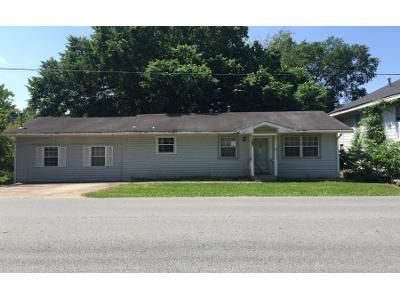 1 Bath Preforeclosure Property in Prairie Grove, AR 72753 - W Bush St