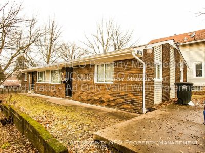 Newly Updated Duplex Unit in Akron!!