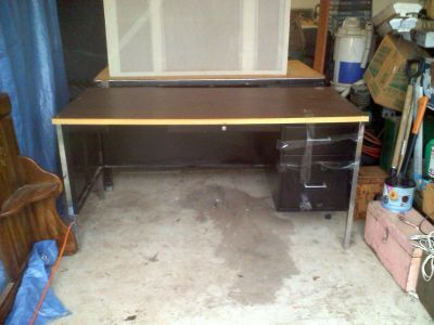 Hon Desk - Black Steel & Walnut Wood Grain