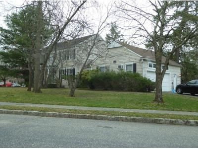 1 Bed 3 Bath Preforeclosure Property in Lakewood, NJ 08701 - Seton Cir